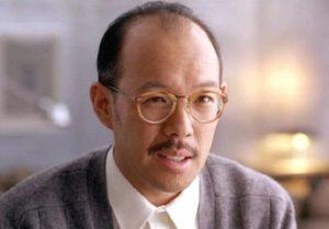 黒髪を生やして眼鏡をかけているマイケルポールチャンの写真